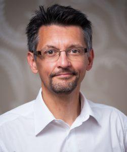 A makró workshopok trénere Perjési Zoltán